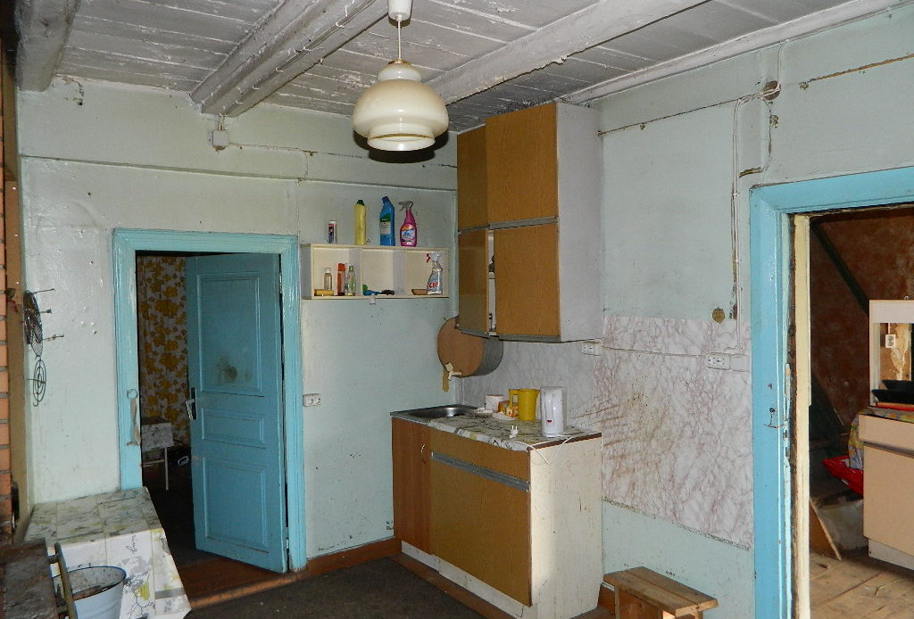 Renoveerimistvajav elumajakompleks Tartumaal