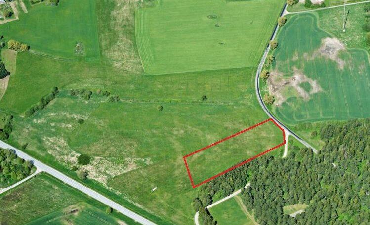 Grundstück am Straßenrand in der Landgemeinde Lüganuse